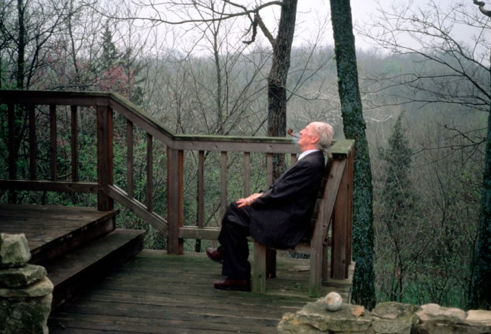 Alfred Caldwell taking in the scenery at the Domer country house in Baldwin, Kans., in 1993.